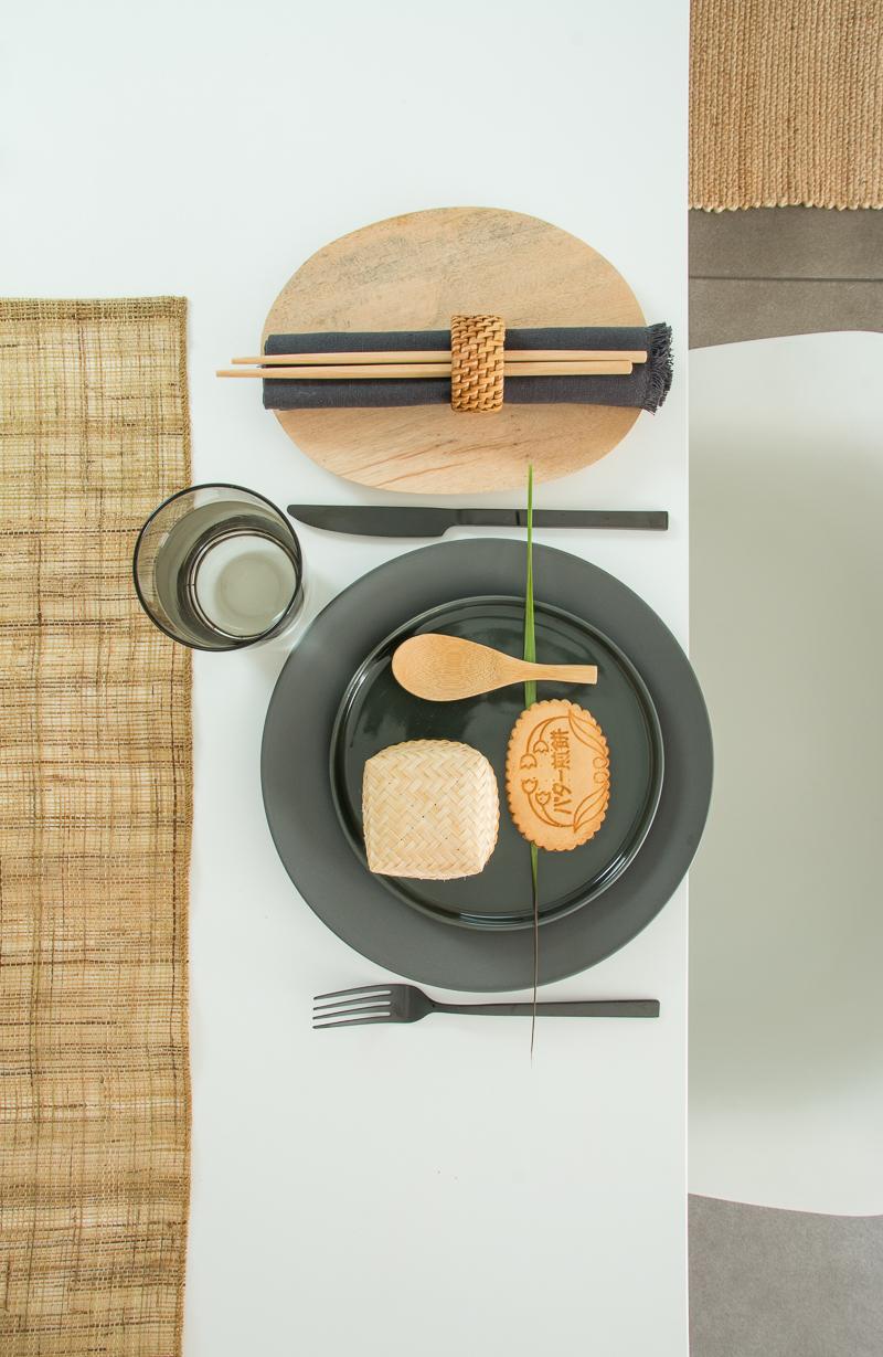 Japandi, Scandi-Style, Schlichtheit, Tellerdeko, Tischdekoration