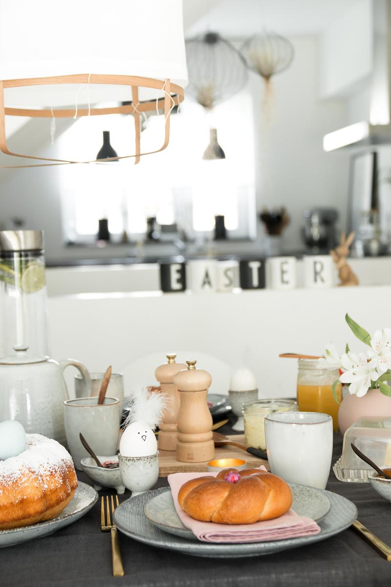 Schnelles Rezept für Eierlikörkuchen I Tipps für das einfache Verzieren von Ostereiern