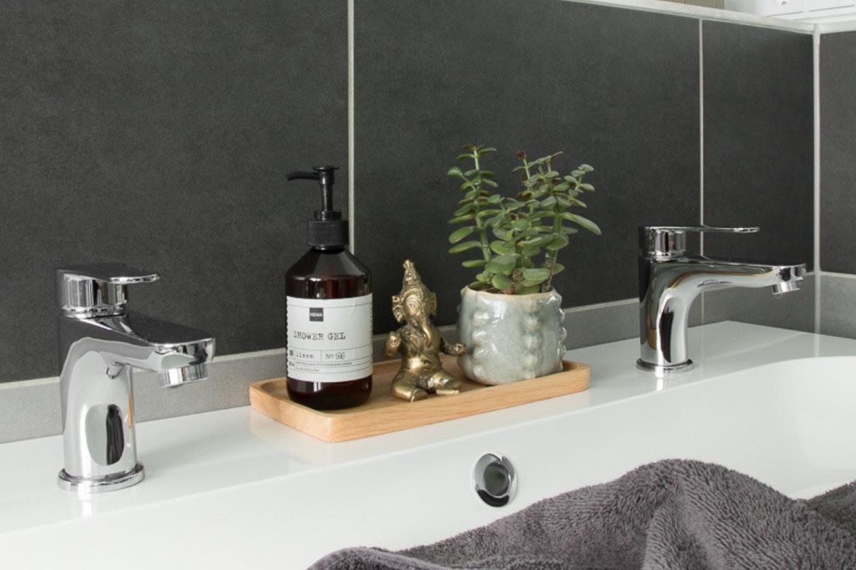 Badezimmer umgestalten unter 700 €! Upcycling Ideen & Einrichtungstipps