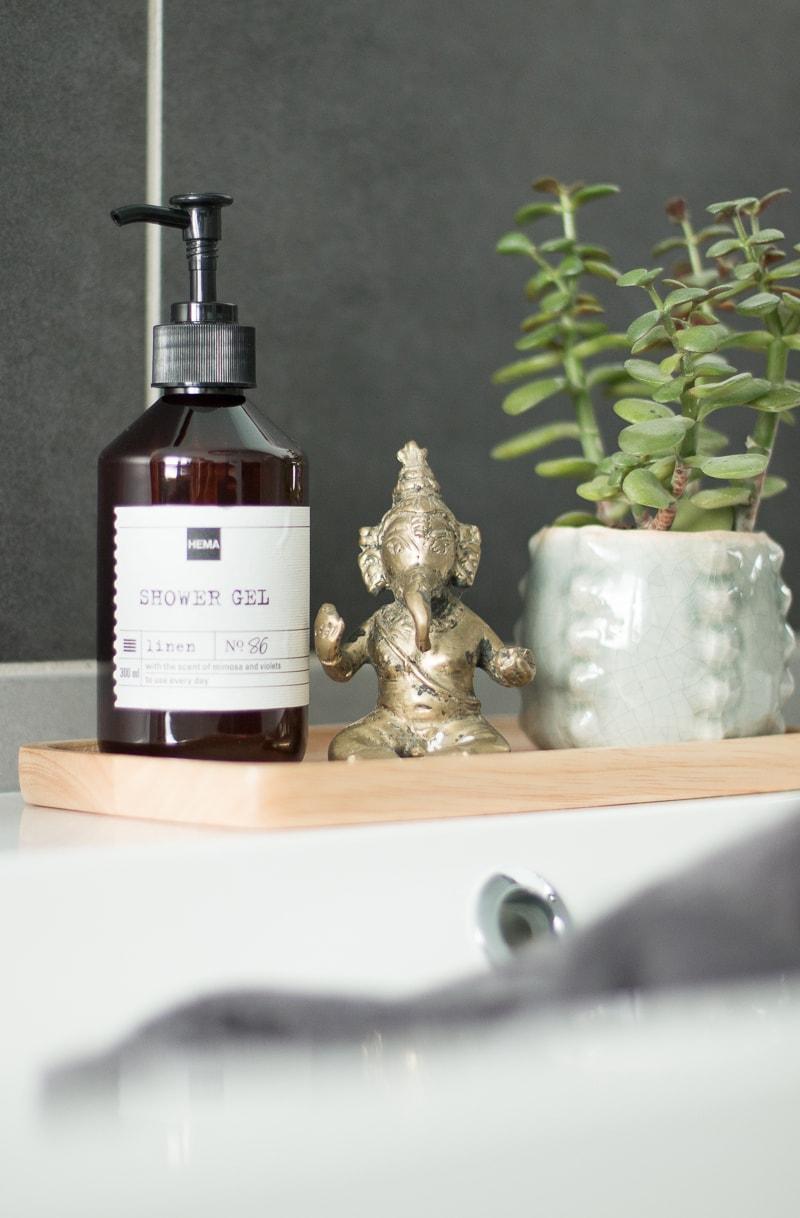Badezimmer umgestalten & Küchenschrank upcyceln | günstiges Badezimmer | Raumkrönung - Wohnblog, Wohnberatung & Einrichtungstipps