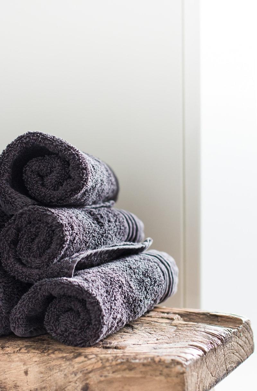 Günstiges Badezimmer-Makeover | Upcycling-Idee & Einrichtungstipps | Raumkrönung - Wohnblog & Wohnberatung