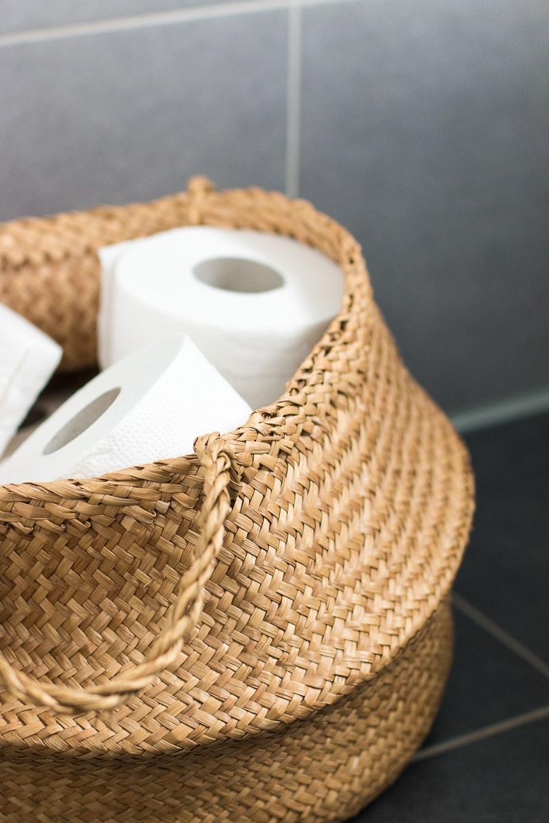 Badezimmer neu gestalten & Küchenschrank upcyceln | günstiges Badezimmer Umstyling | Raumkrönung - Wohnblog, Wohnberatung & Einrichtungstipps